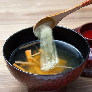 旨味がギューッと詰まった粉末昆布で、汁物などに深みをプラス。