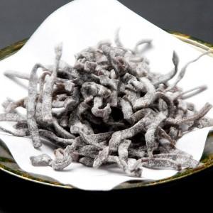 細切り昆布の佃煮「汐ふき昆布」は、お茶漬けやおにぎりの具、昆布茶など幅広く楽しめます。