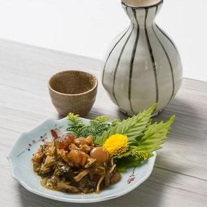 地元の海産物をたっぷり使った贅沢な松前漬けは、盛り付けるだけで立派な肴に。