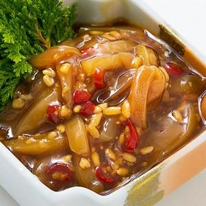 玄米麹と醤油で漬けこんだイカは、温かいご飯にピッタリです。